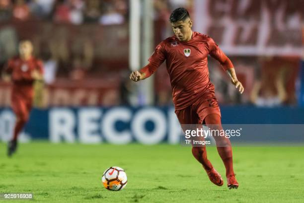 Alan Franco of Independiente controls the ball during the first leg match between Independiente and Gremio as part of CONMBEOL Recopa Sudamericana...