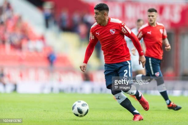 Alan Franco of Independiente controls the ball during the Primera Division match between Independiente and Gimnasia y Esgrima La Plata on May 6 2018...