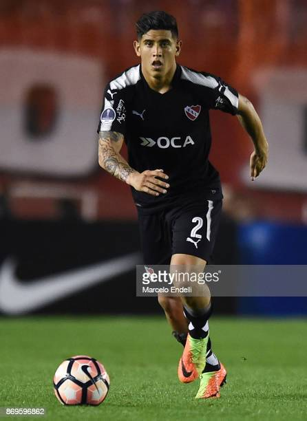 Alan Franco of Independiente drives the ball during a second leg match between Independiente and Nacional as part of the quarter finals of Copa...