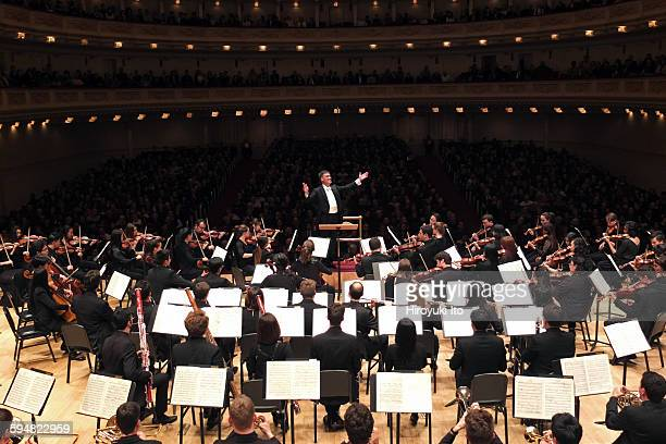 Alan Gilbert leading the Juilliard Orchestra at Carnegie Hall on Tuesday night, November 24, 2015.This image:Alan Gilbert leading the Juilliard...