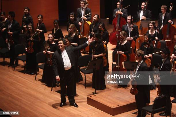 Alan Gilbert leading the Juilliard Orchestra in the program of Ligeti, Beethoven, Schoenberg and Mozart at Alice Tully Hall on Monday night, April...