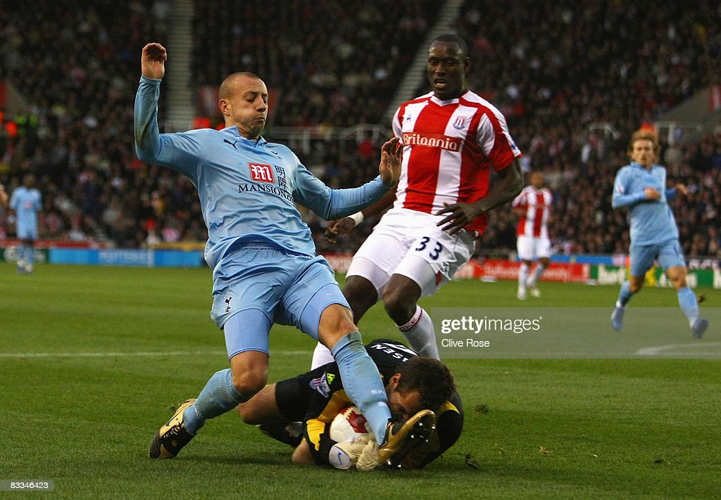 Alan Hutton of Tottenham Hotspur collides with goalkeeper Thomas Sorensen of Stoke City forcing Sorensen to leave the field during the Barclays Premier League match between Stoke City and Tottenham Hotspur at the Brittania Stadium on October 19, 2008 in Stoke, England.