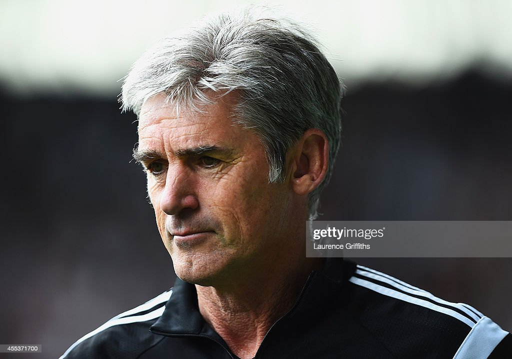 Alan Irvine, manager of West Brom looks on during the Barclays Premier League match between West Bromwich Albion and Everton at The Hawthorns on September 13, 2014 in West Bromwich, England.