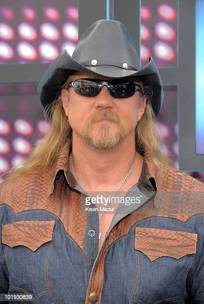 Alan Jackson attends the 2010 CMT Music Awards at the Bridgestone Arena on June 9 2010 in Nashville Tennessee