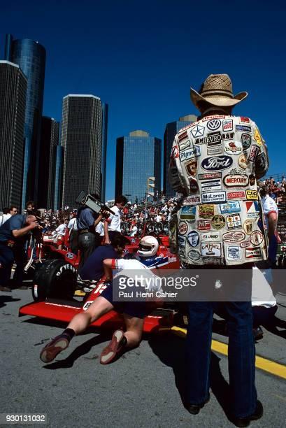 Alan Jones LolaFord THL2 Grand Prix of Detroit Detroit street circuit 22 June 1986 Pit lane atmosphere in Detroit before the Formula One race