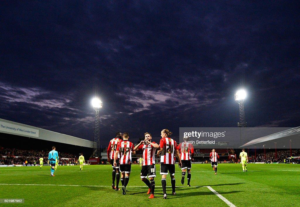 Brentford v Huddersfield Town   - Sky Bet Championship : News Photo