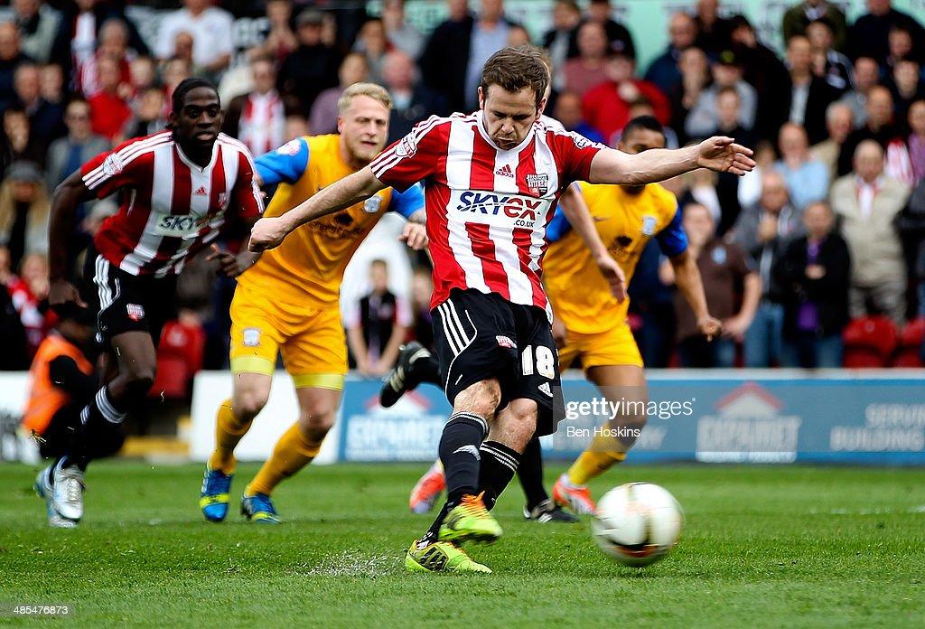 Brentford v Preston North End - Sky Bet League One : News Photo