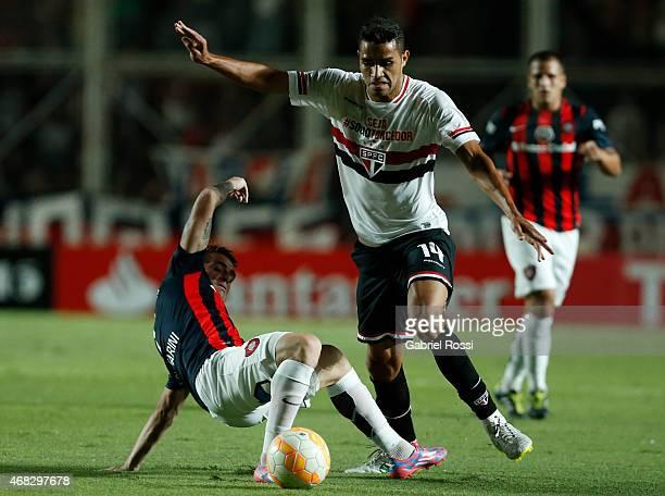Alan Kardec of Sao Paulo fights for the ball with Julio Buffarini of San Lorenzo during a match between San Lorenzo and Sao Paulo as part of Copa...