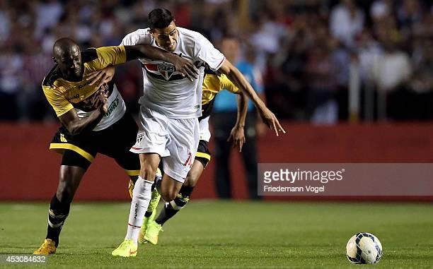 Alan Kardec of Sao Paulo fights for the ball with Rodrigo Souza of Criciuma during the match between Sao Paulo and Criciuma for the Brazilian Series...