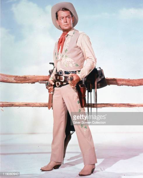 Alan Ladd , US actor, in costume in a publicity portrait for the film 'Shane', USA, circa 1953. The 1953 western, directed by George Stevens ,...