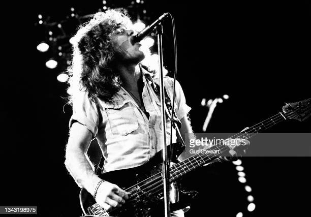 Alan Lancaster, co-founder of Status Quo performs on stage at the Hammersmith Odeon, London, England, on December 13, 1977.