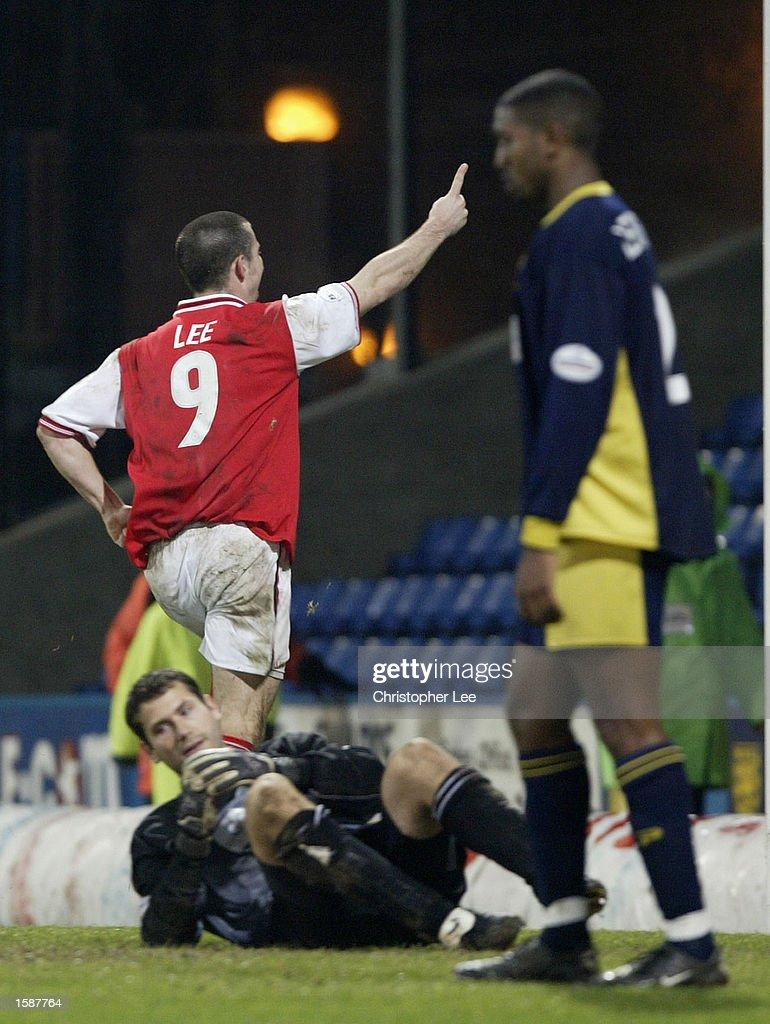 Alan Lee celebrates scoring Rotherham's third goal : News Photo