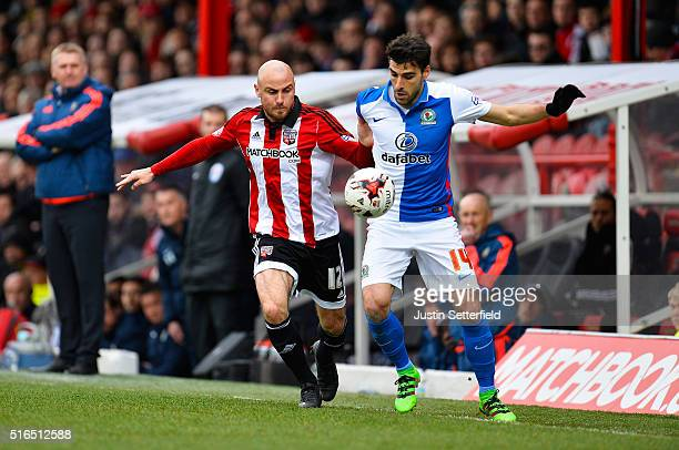 Alan McCormack of Brentford FC and Jordi Gomez of Blackburn Rovers in action during the Sky Bet Championship between Brentford and Blackburn Rovers...