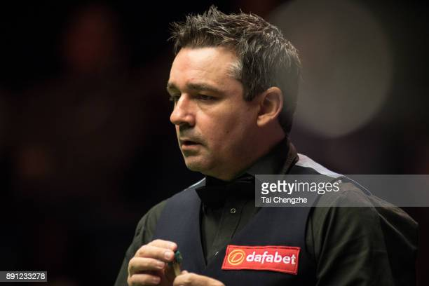 Alan McManus of Scotland reacts during his first round match against Matthew Selt of England on day two of the 2017 Scottish Open at Emirates Arena...