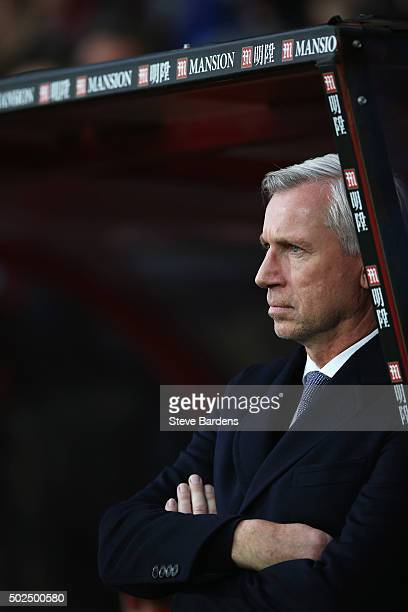 Alan Pardew manager of Crystal Palace looks on during the Barclays Premier League match between AFC Bournemouth and Crystal Palace at Vitality...