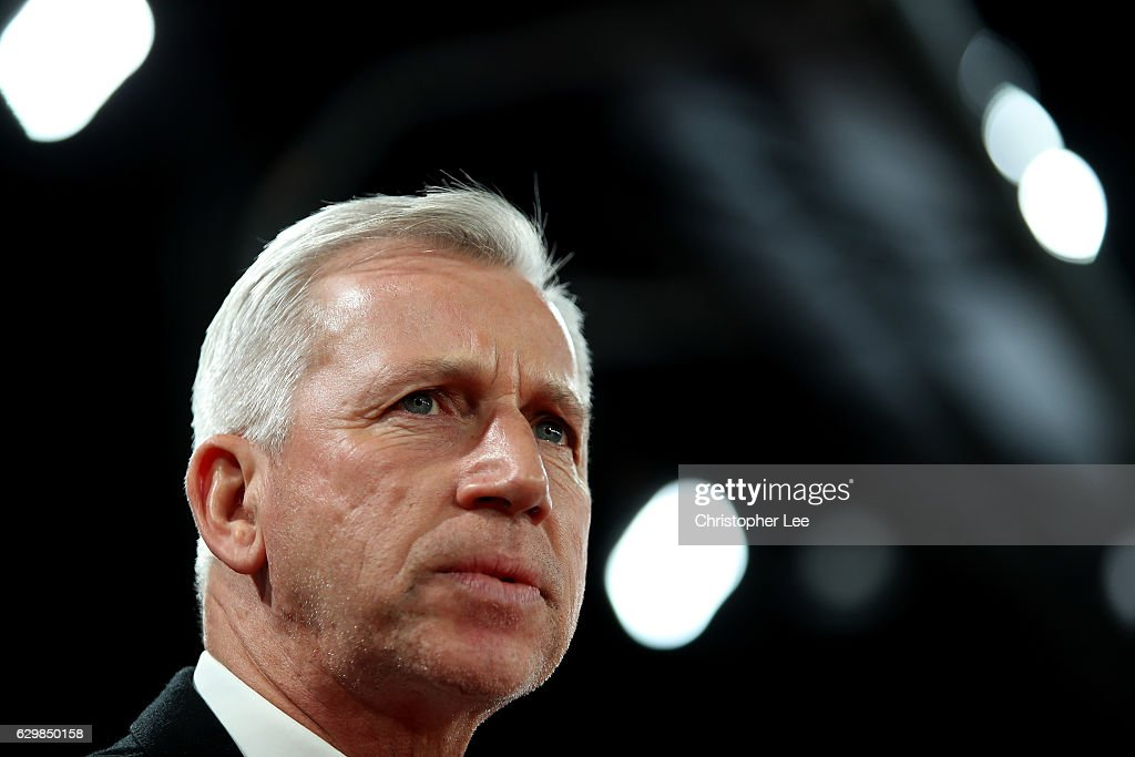 Alan Pardew, Manager of Crystal Palace looks on during the Premier League match between Crystal Palace and Manchester United at Selhurst Park on December 14, 2016 in London, England.