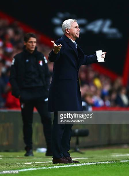 Alan Pardew manager of Crystal Palace reacts during the Barclays Premier League match between AFC Bournemouth and Crystal Palace at Vitality Stadium...