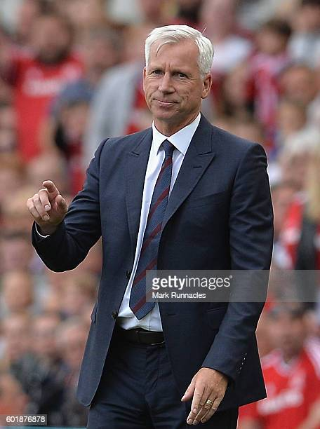 Alan Pardew Manager of Crystal Palace reacts during the Premier League match between Middlesbrough and Crystal Palace at Riverside Stadium on...