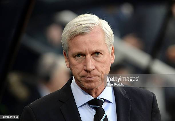 Alan Pardew manager of Newcastle United during the Barclays Premier League football match between Newcastle United and Queeens Park Rangers at St...