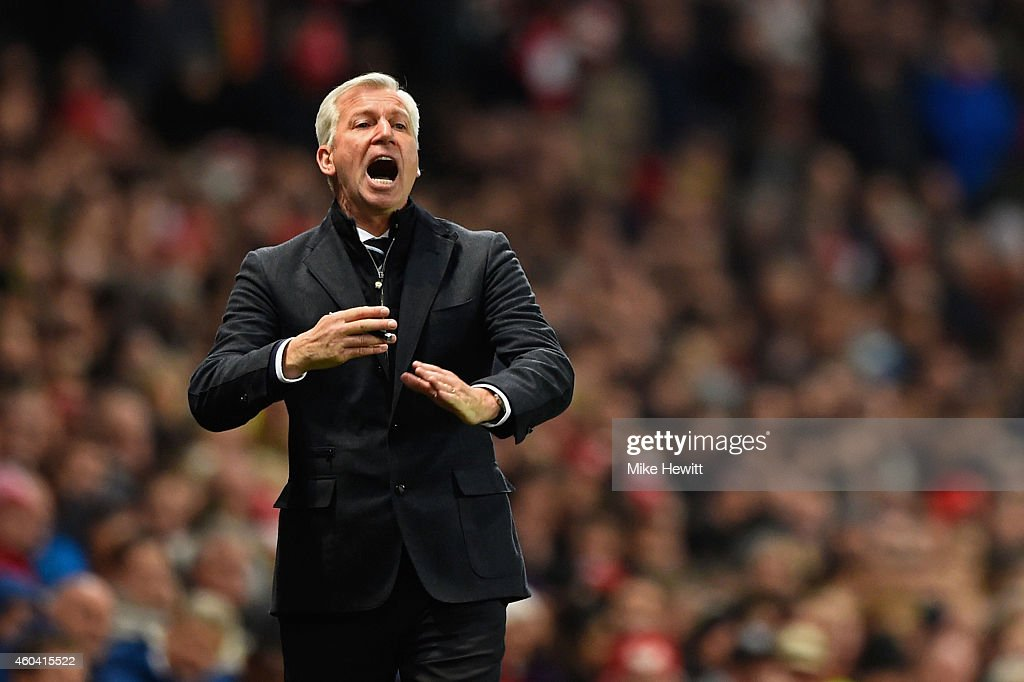 Alan Pardew, manager of Newcastle United gives instructions during the Barclays Premier League match between Arsenal and Newcastle United at Emirates Stadium on December 13, 2014 in London, England.