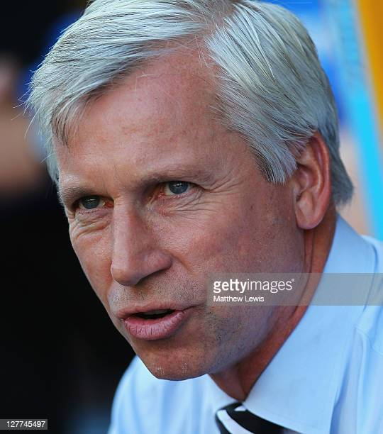 Alan Pardew manager of Newcastle United looks on during the Barclays Premier League match between Wolverhampton Wanderers and Newcastle United at...