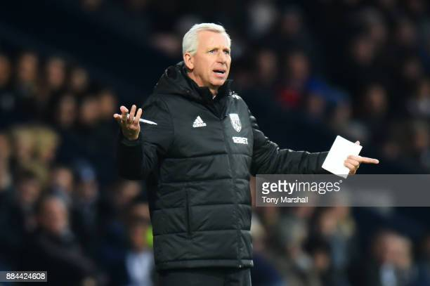 Alan Pardew Manager of West Bromwich Albion gives his team instructions during the Premier League match between West Bromwich Albion and Crystal...