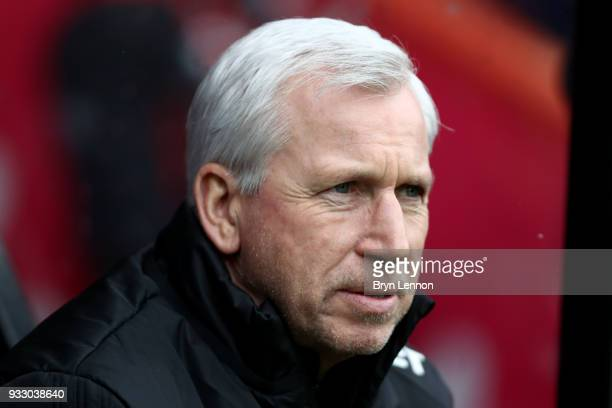 Alan Pardew Manager of West Bromwich Albion looks on during the Premier League match between AFC Bournemouth and West Bromwich Albion at Vitality...