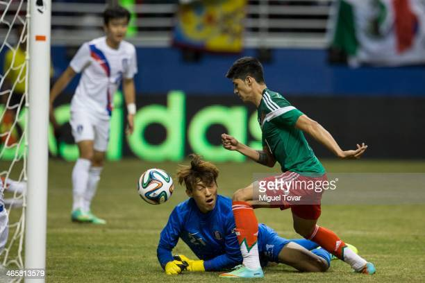 Alan Pulido of Mexico goes to the score as Kim SeungGyu goalkeeper of Korea defends during a FIFA friendly match between Mexico and South Korea at...