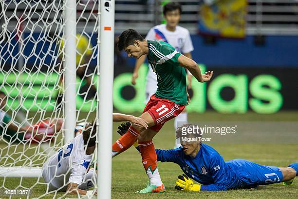 Alan Pulido of Mexico scores against Kim SeungGyu goalkeeper of Korea during a FIFA friendly match between Mexico and South Korea at Alamodome...