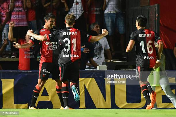 Alan Ruiz of Colon celebrates with teammates after scoring during a match between Colon and River Plate as part of Torneo de Transicion 2016 at...