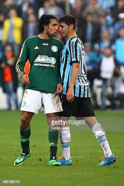 Alan Ruiz of Gremio argues with Diogo of Palmeiras during the match Gremio v Palmeiras as part of Brasileirao Series A 2014 at Estadio Alfredo Jaconi...