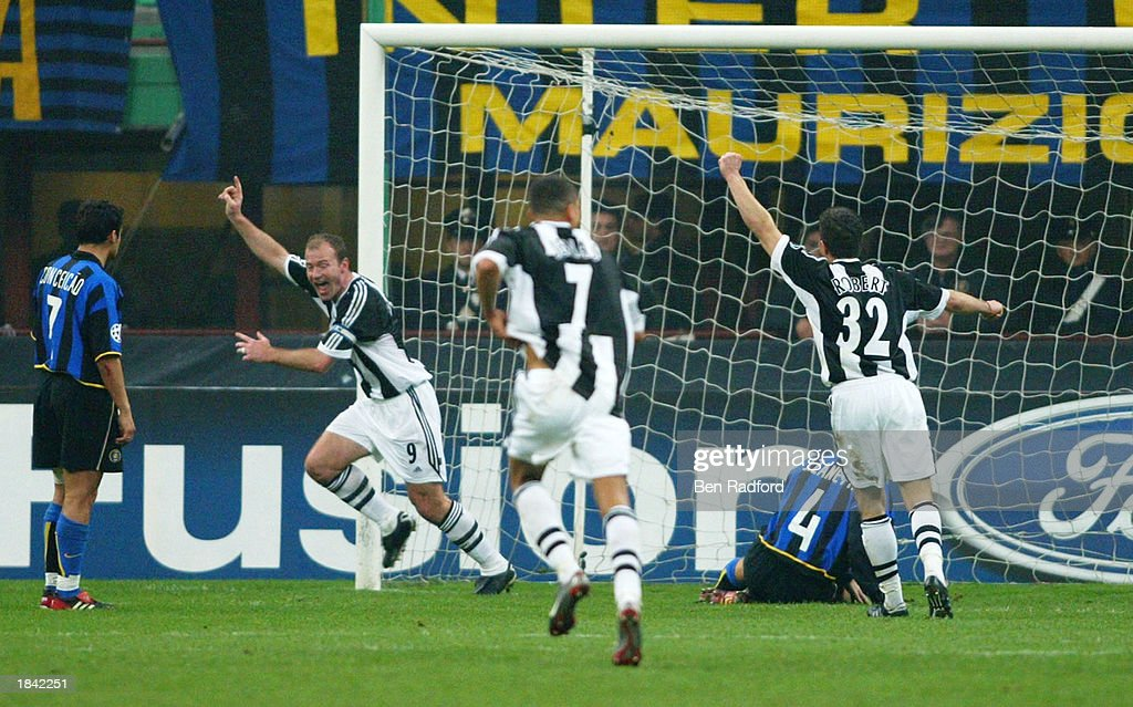 Shearer celebrates scoring first : News Photo