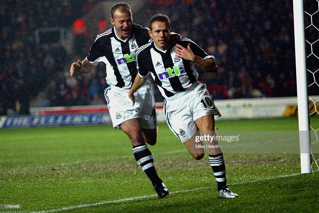 Alan Shearer of Newcastle United congratulates team mate Craig Bellamy of Newcastle United after scoring the first goal  : News Photo