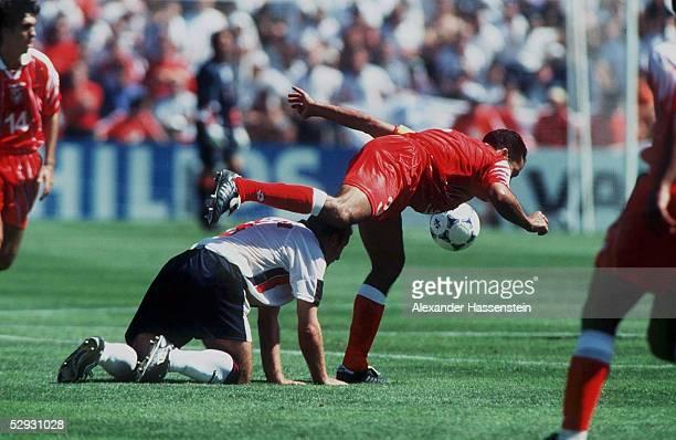 Marseille 150698 ENGLAND TUNESIEN 20 Alan SHEARER/ENG Sami TRABELSI/TUN