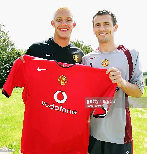Alan Smith and Liam Miller of Manchester United pose with a United shirt before a press conference to unveil United's new signings Alan Smith and...