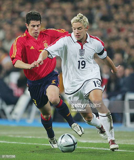 Alan Smith of England gets past Del Horno of Spain during the International Friendly match between Spain and England on August 17 2004 at the Estadio...