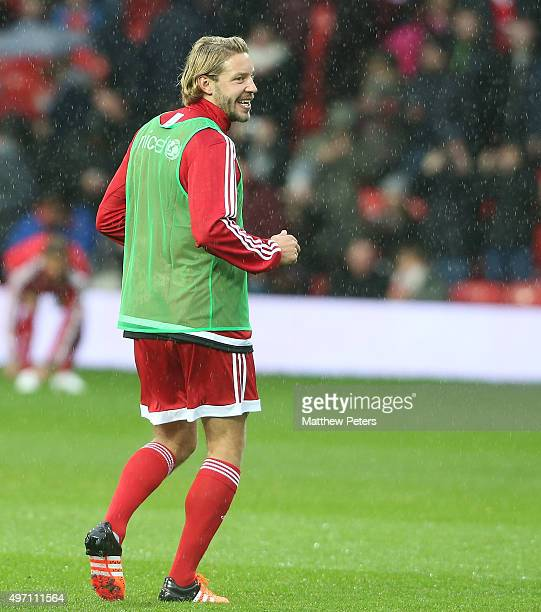 Alan Smith of Great Britain and Ireland warms up ahead of the David Beckham Match for Children in aid of UNICEF between Great Britain and Ireland and...