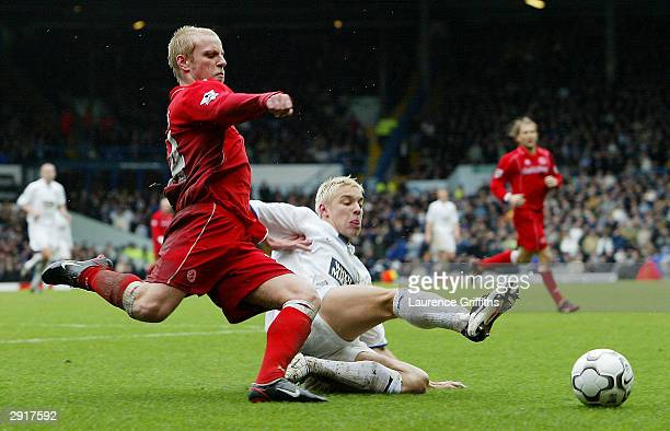 Alan Smith of Leeds battles with Andrew Davies of Middlesbrough during the FA Barclaycard Premiership match between Leeds United and Middlesbrough at...