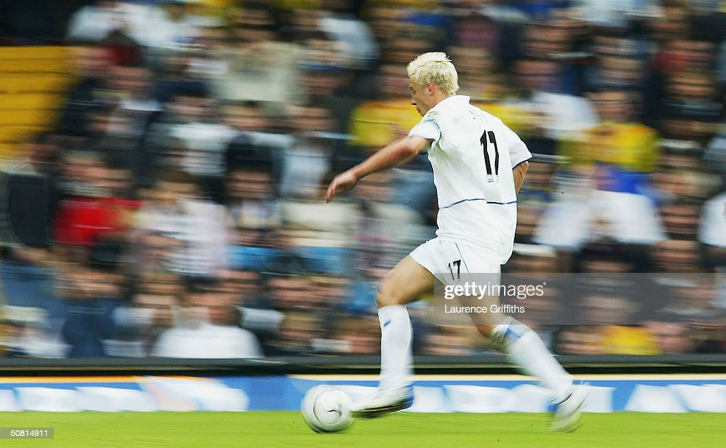 Alan Smith of Leeds in action during the FA Barclaycard Premiership match between Leeds United and Charlton Athletic at Elland Road, on May 8, 2004 in Leeds, England.
