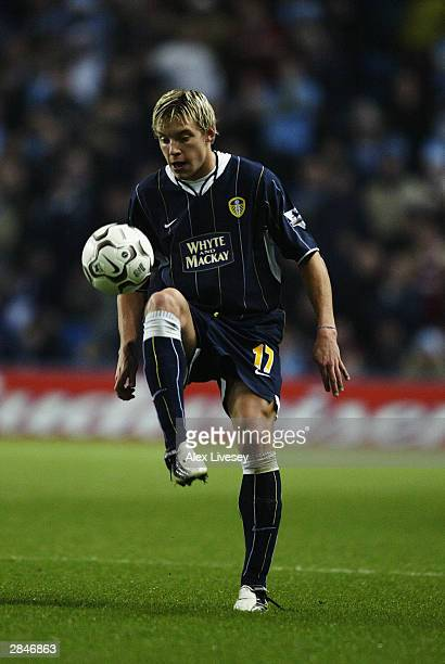Alan Smith of Leeds United brings the ball under control during the FA Barclaycard Premiership match between Manchester City and Leeds United held on...