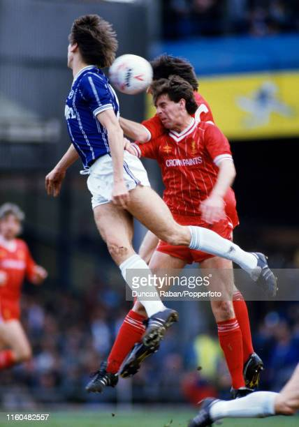 Alan Smith of Leicester City battles for the ball with Jim Beglin and Mark Lawrenson of Liverpool during a Canon League Division One match at Filbert...