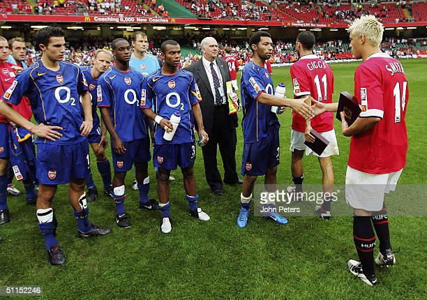 Alan Smith of Manchester United congratulates former Leeds teammate Jermaine Pennant of Arsenal after winning the Community Shield match between...