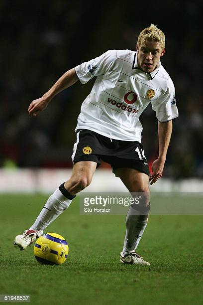 Alan Smith of Manchester United shoots during the Barclays Premiership match between Aston Villa and Manchester United at Villa Park on 28th December...