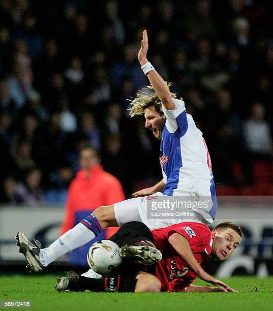 Alan Smith of Manchester United tackles Robbie Savage of Blackburn during the Carling Cup Semi Final first leg match between Blackburn Rovers and...