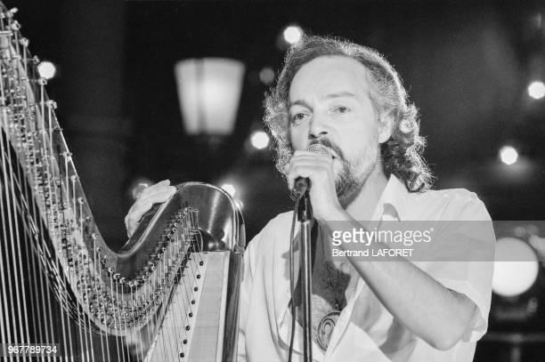 Alan Stivell lors de l'emission de télévision 'Stars' à Paris le 28 septembre 1981 France