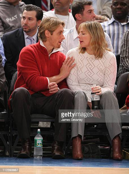 Alan Wyse and Kim Cattrall during Celebrities Attend the Dallas Mavericks vs New York Knicks Game January 11 2006 at Madison Square Garden in New...