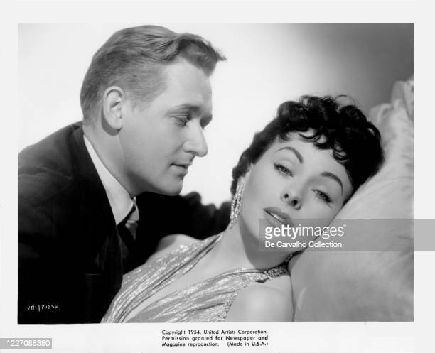 Alan Young as 'Charlie Biddle' and Jeanne Crain as 'Connie Jones' in a publicity shot from the movie 'Gentlemen Marry Brunettes' United States.