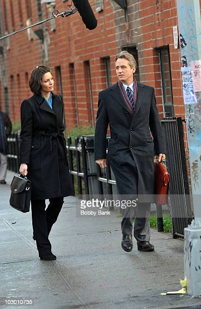 Alana de la Garza and Linus Roache on location for Law Order on the streets of Manhattan on December 9 2009 in New York City