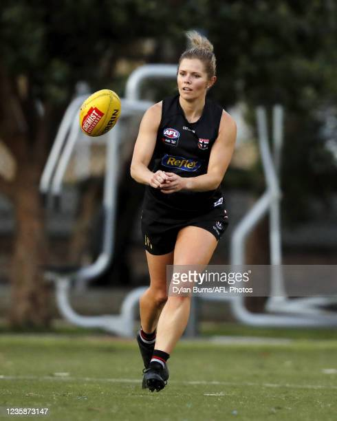 Alana Woodward of the Saints in action during the St Kilda training session at RSEA Park on October 14, 2021 in Melbourne, Australia.