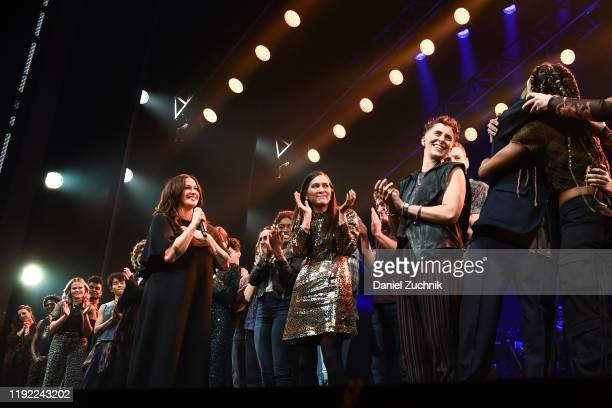 """Alanis Morissette, Diane Paulus and cast pose during the curtain call of the opening night of the broadway show """"Jagged Little Pill"""" at Broadhurst..."""